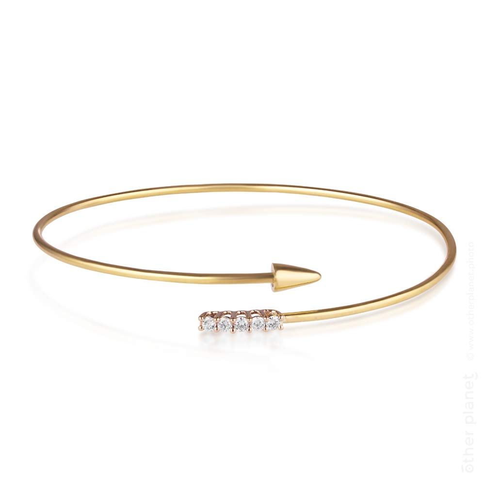 Arrow gold bracelet with diamonds