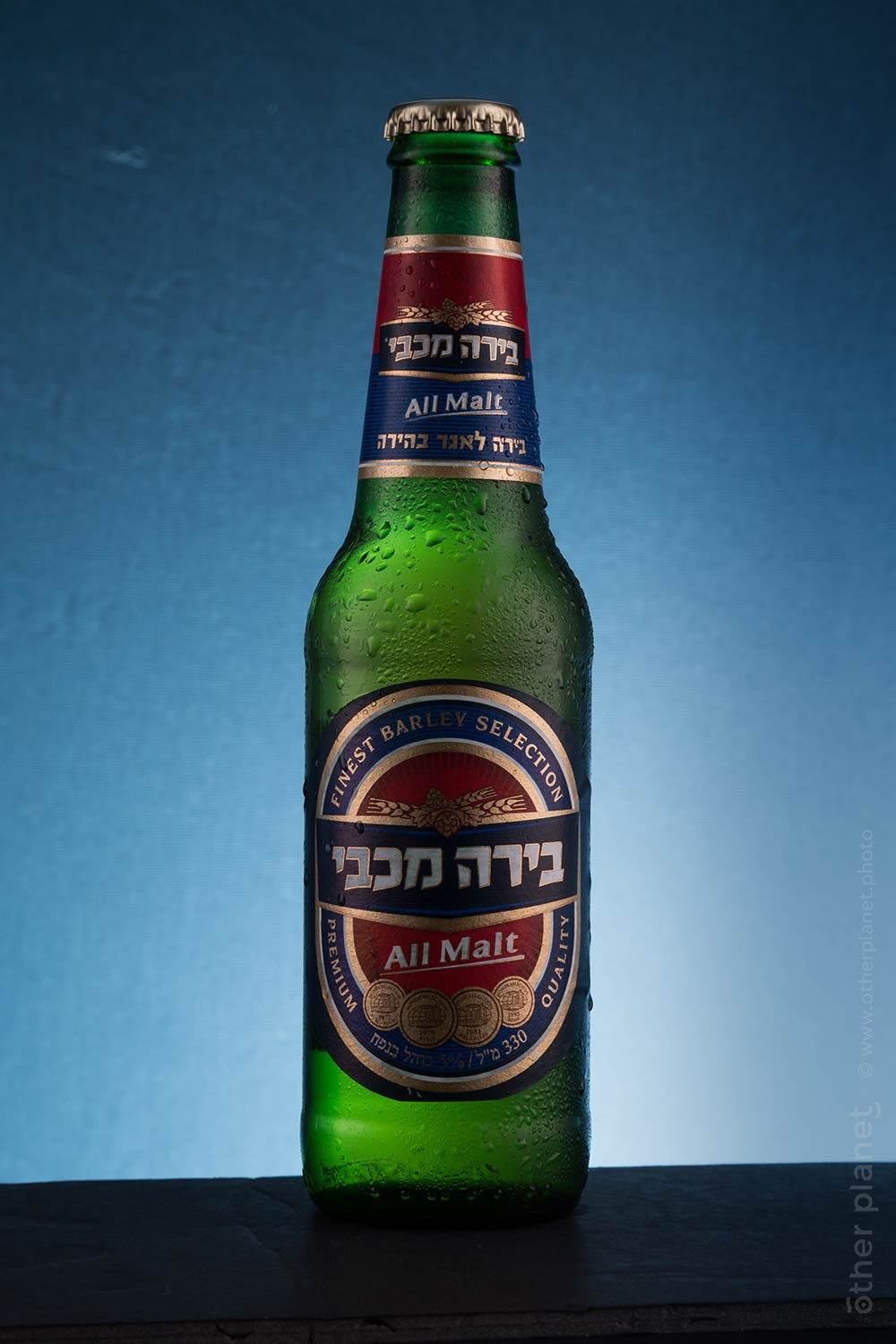 Studio shot of Maccabi beer bottle before retouching in Photoshop