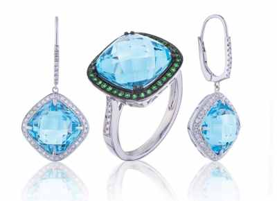 Blue topaz and emeralds jewelery set