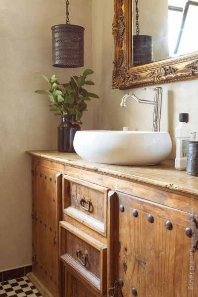 Eclectic style corner with a sink