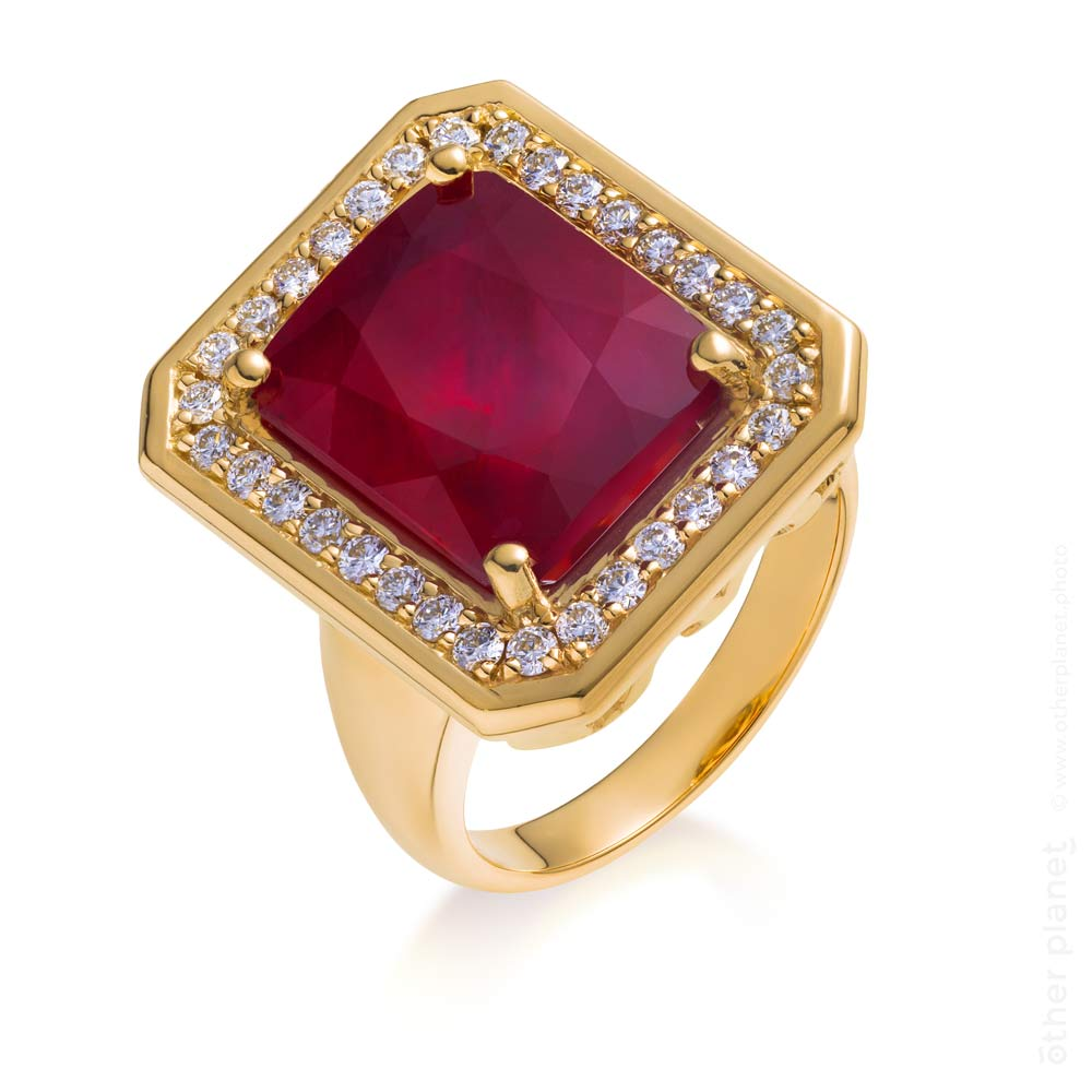 Gold ring with natural ruby and diamonds