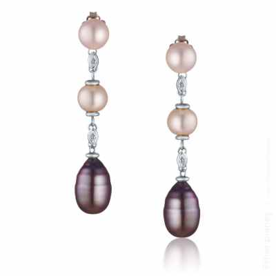 Jewelry photography of pearl earrings