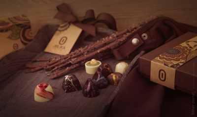 Jolika praline chocolate group arrangement