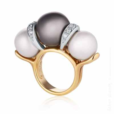 Photo of gold diamond ring with black and white pearls - side view