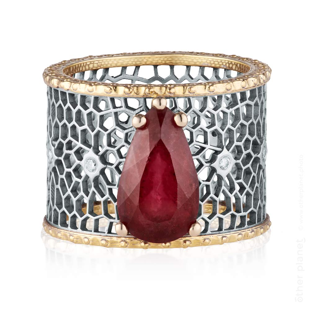 Ruby light grid ring by Hana Olenik