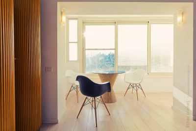 Sitting corner with large windows