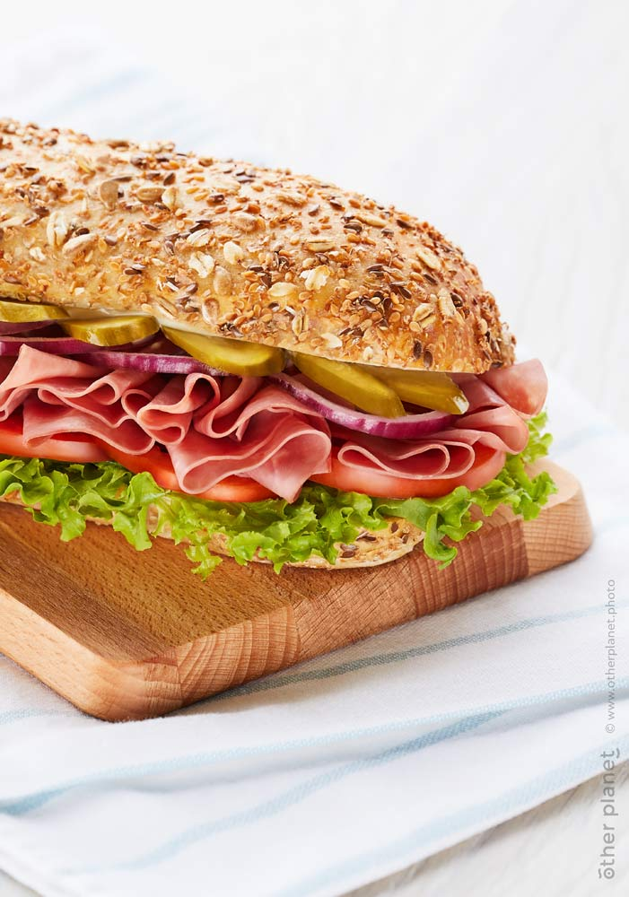 Food appeal photo for pastrami sandwich with grain bun and vegetables